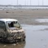 水没地から水が引いて現れた被災車両
