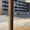 陸前高田の復興住宅、陽光あふれるガラス戸の中で